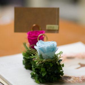 イベントや結婚式にプリザーブドフラワーと葉っぱの席札スタンド