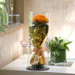 アクリルケースに入ったプリザーブドフラワーの花束